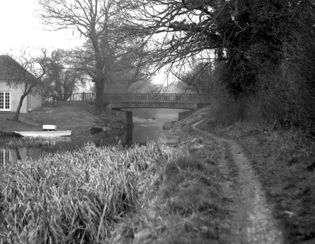 Chequers Bridge, Basingstoke Canal