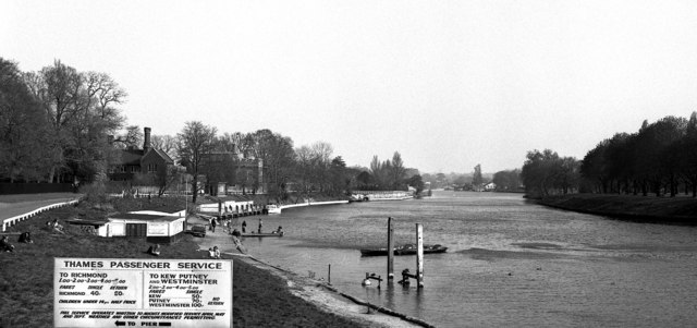Landing stage, Hampton Court