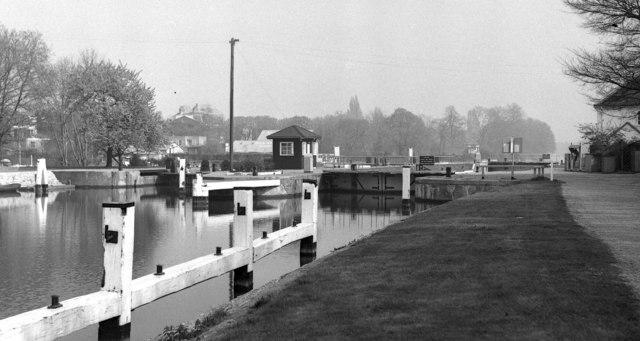 Sunbury Lock, River Thames