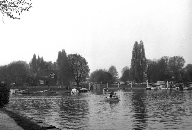 Shepperton Lock, River Thames