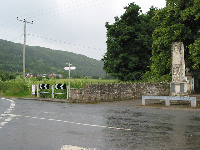 Road junction to Hom Green