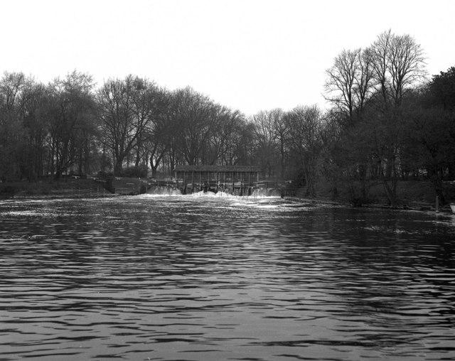 Weir, Shepperton
