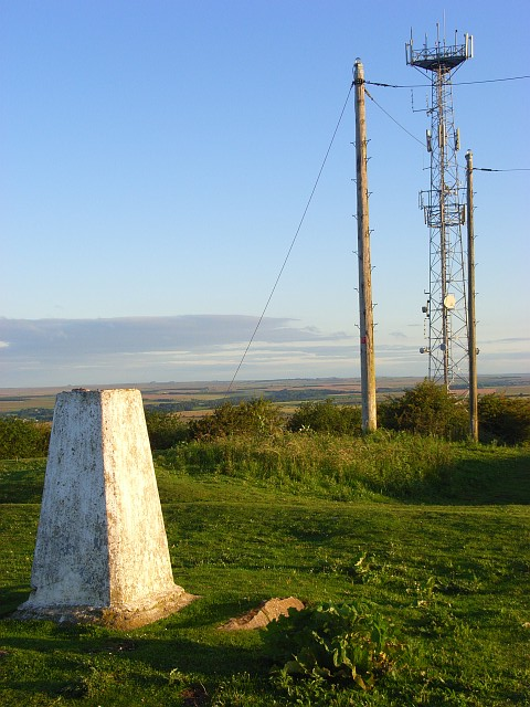 Mast and trig point, Beacon Hill