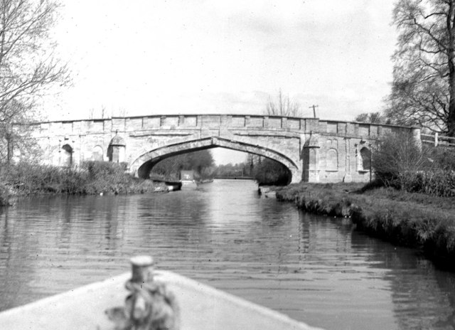 Solomon's Bridge, (Bridge 65), Cosgrove, Grand Union Canal