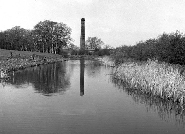 Factory chimney near Bridge 8, Market Harborough branch, Grand Union Canal