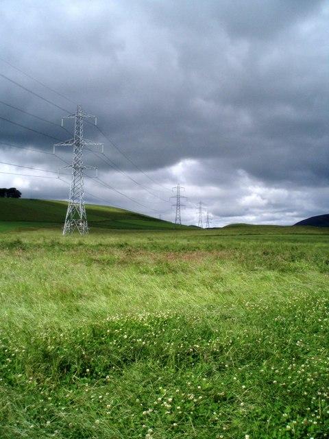 Pylons beside Kyntyrie