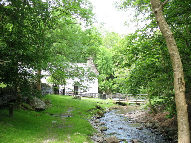 Cottages and footbridge over Nant y Pandy