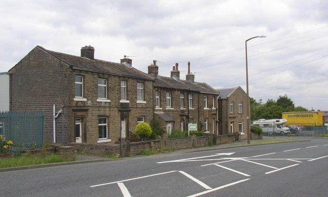 Terrace houses, Lindley Moor Road, Fixby