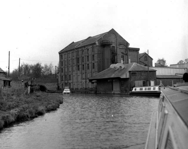 Blisworth Mill and Bridge 51, Grand Union Canal