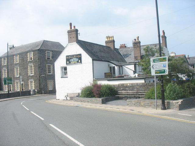 The Pen y Bont Fawr Inn