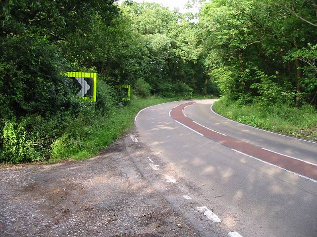 Sharp bend in Thornden Wood Road, looking E