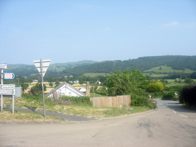 The road to Tal-y-cafn