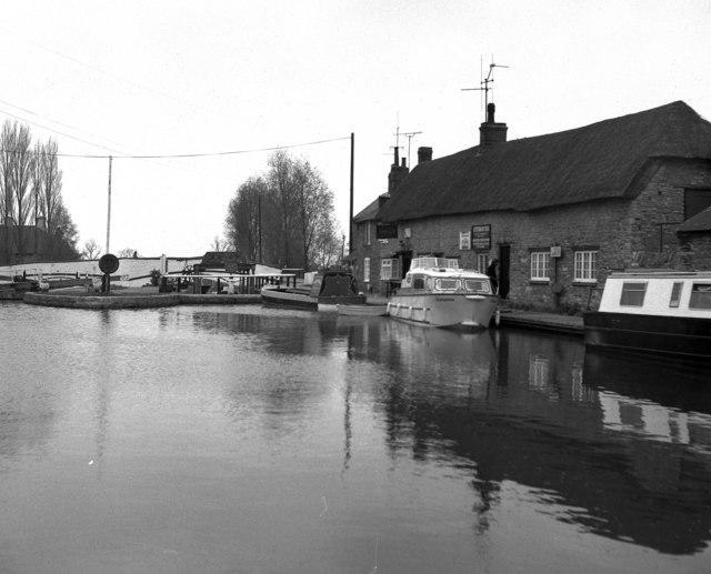 The Boat Inn, Stoke Bruerne, Grand Union Canal
