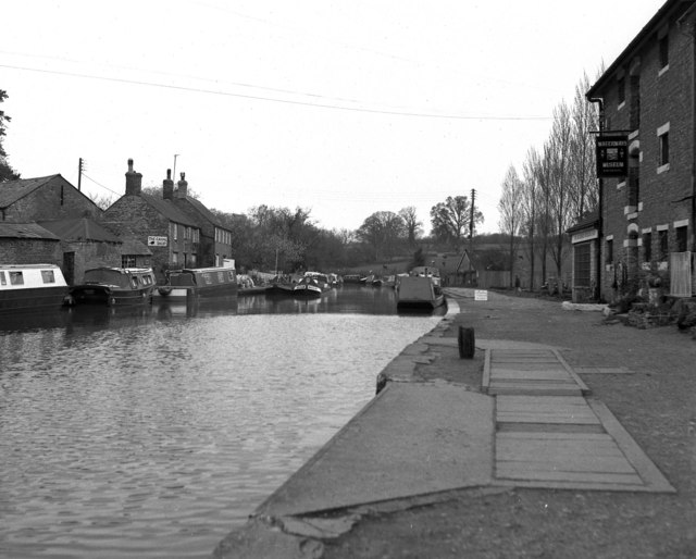 Looking north from Stoke Bruerne, Grand Union Canal