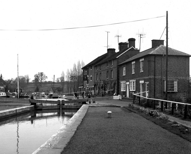 Stoke Bruerne Top Lock and waterways museum, Grand Union Canal