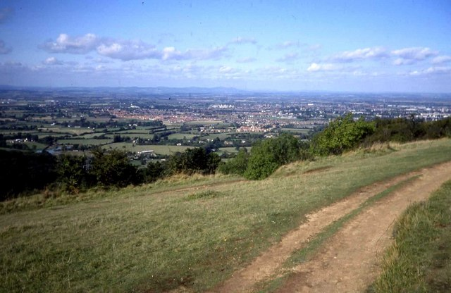 Path on the top of Leckhampton Hill