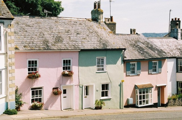Charmouth: pastel cottages