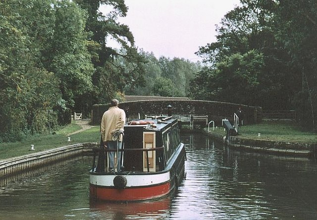 Hamstead Lock and Bridge K&A Canal - 2004