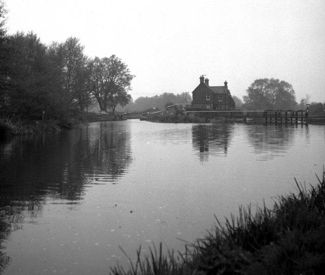Above Walsham Gates, River Wey, Surrey