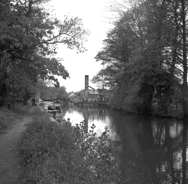 Approaching Thames Lock, Wey Navigation, Surrey