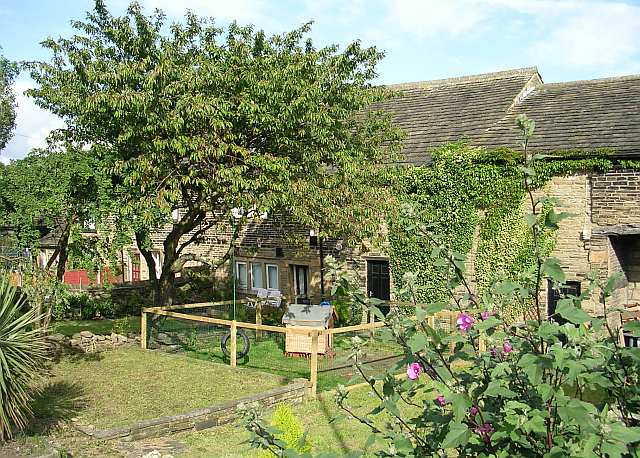 Cottages near Woodhall Hills Golf Club