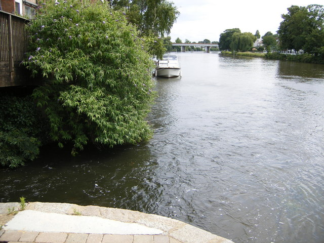 The River Colne meets the River Thames