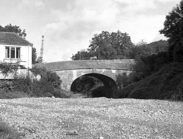 Kennet and Avon Canal: Limpley Stoke Bridge