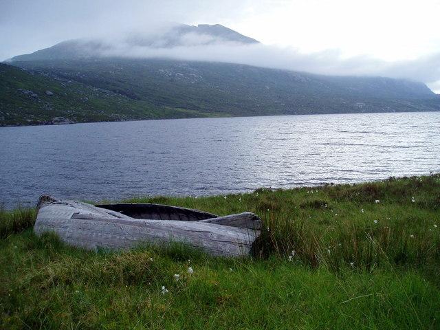 South west side of Lochan Fada, view towards Beinn Tarsuinn