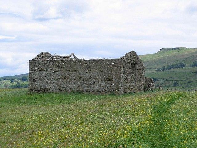 Ruined Barn on footpath approaching Mossy Lane