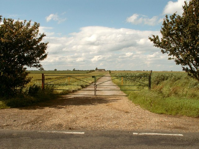 The road to Pidley Lodge Farm
