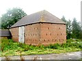 TQ7423 : Disused Barn at Redlands, Redlands Lane, Salehurst by Oast House Archive