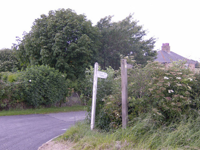 Signposted track to Swallow Vale Farm