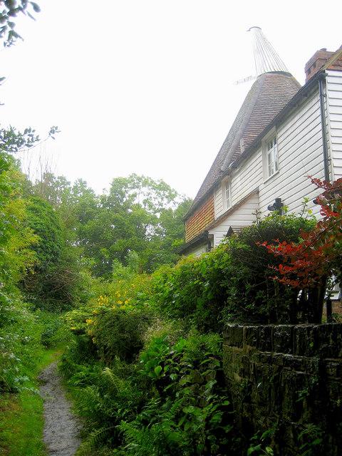 Goodgrooms Oast, Church Lane, Salehurst, East Sussex
