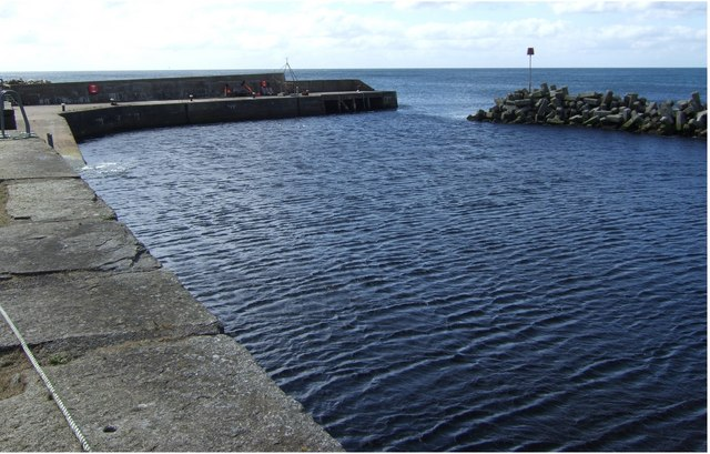 Dunbeath pier and harbour entrance