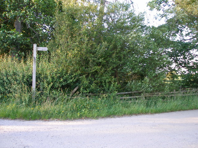 Start of the footpath past Castle Farm