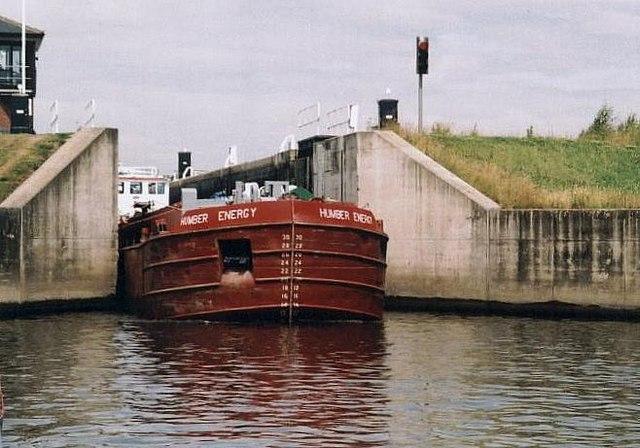 Lemonroyd Lock - Aire & Calder Navigation - 2002