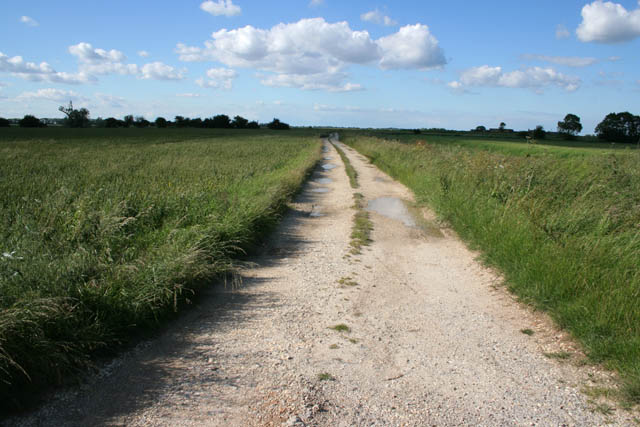 Farm track north of Slates Farm