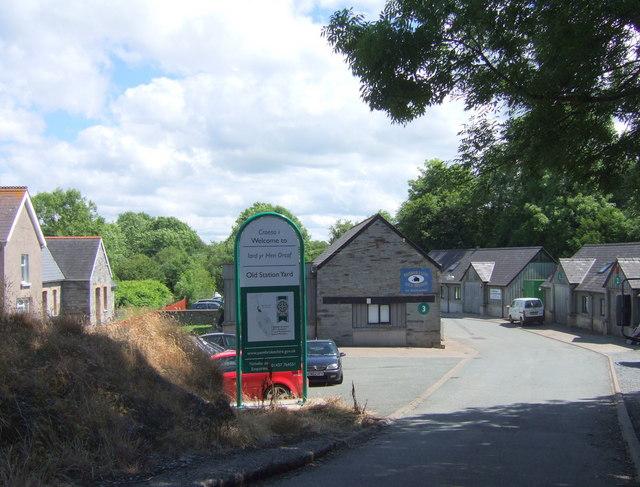 Iard yr Hen Orsaf/Old Station Yard