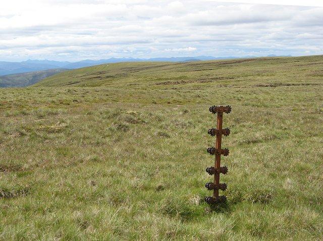 A fence post,  A' Bhuidheanach