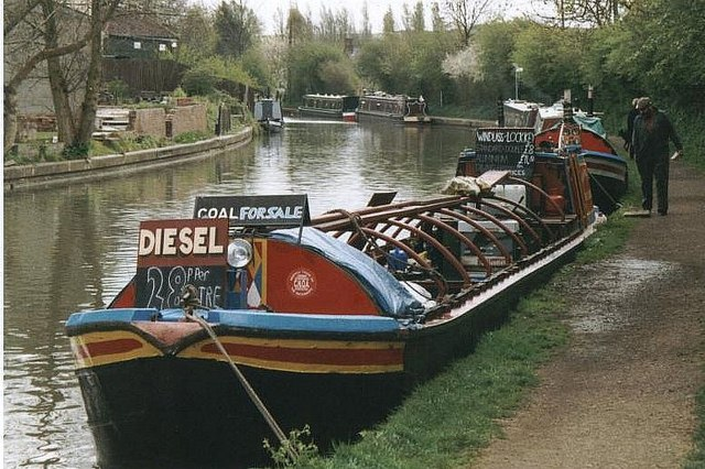 2002 : Trading Boat near Braunston Turn