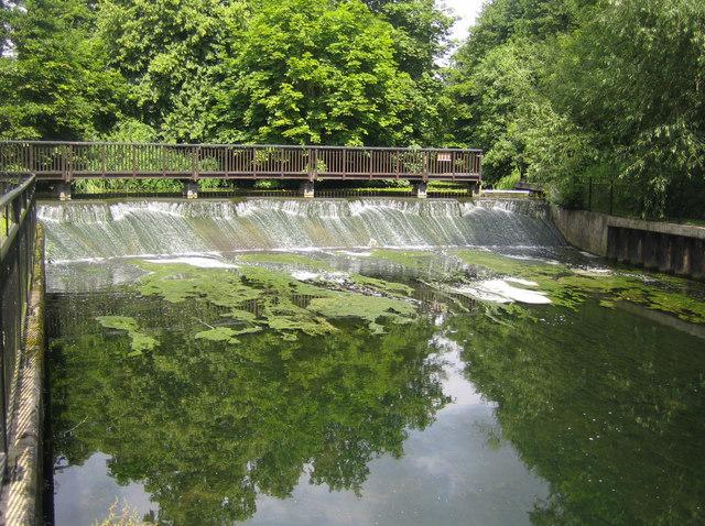 River Beane: Cedar Close Weir in Hertford