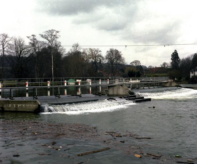 Whitchurch Weir, River Thames