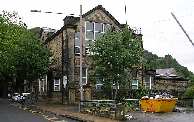 Riverside Junior School - Holme Street