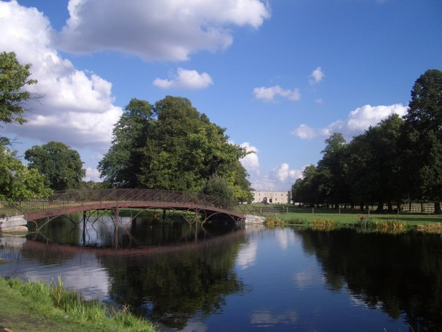 Syon: the bridge over the lake
