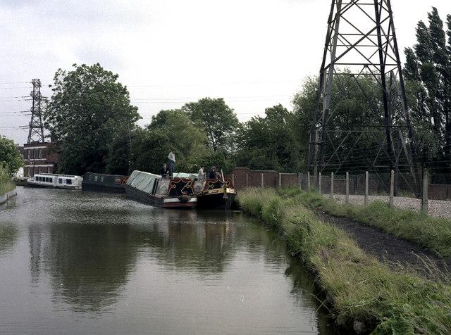 Narrow boats at Tusses Bridge, Oxford Canal