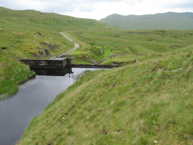 Dam on Allt an Stacain and water duct