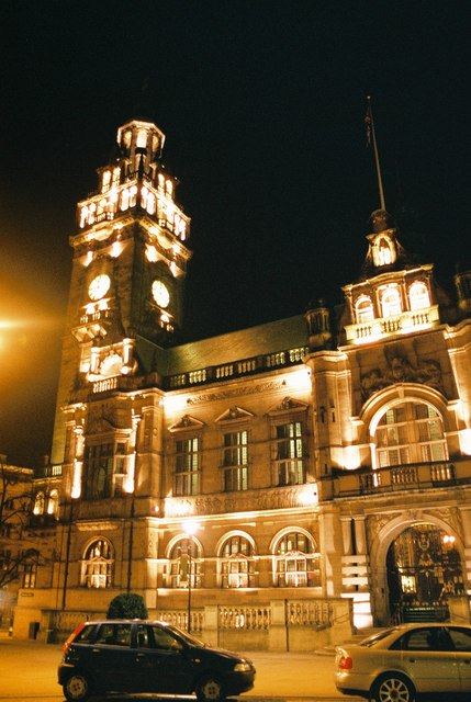Sheffield: Town Hall by night