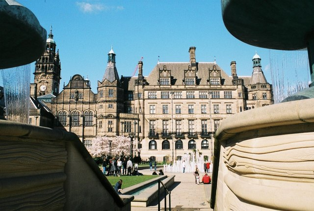 Sheffield: Town Hall between waterfalls
