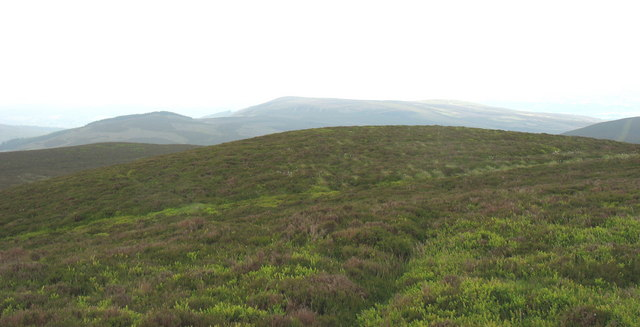 The summit plateau of Moel Fferna and the view SW towards the main Berwyn ridge