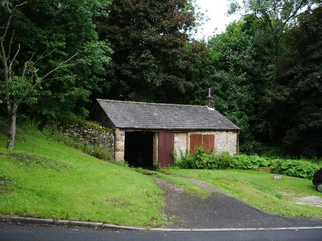 Building near to Hydes Farm